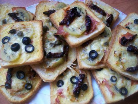 Przepis  tosty z kiwi i szynką przepis