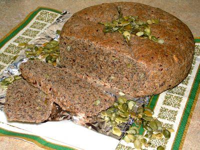 Chleb pszenny razowy z ziarnami i makiem