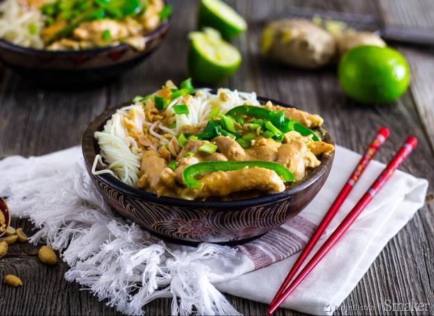Tajski kurczak w sosie z orzeszków ziemnych