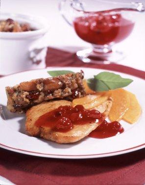 Sznycelki z indyka z pasztetem i sosem żurawinowym