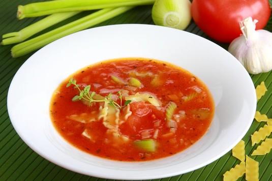 Pomidorówka z makaronem po włosku