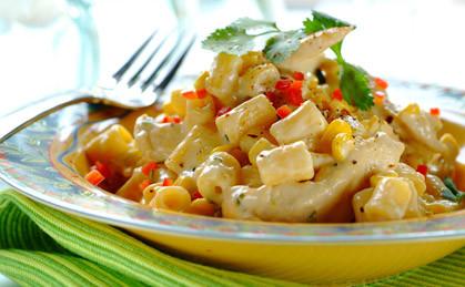 Serowy makaron z kukurydzą i kurczakiem