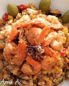 Komosa ryżowa z owocami morza na ostro