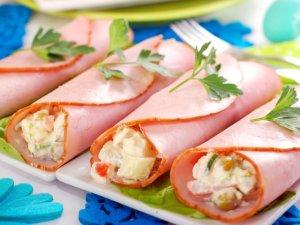 Szybka majonezowa sałatka jarzynowa w rulonach z szynki