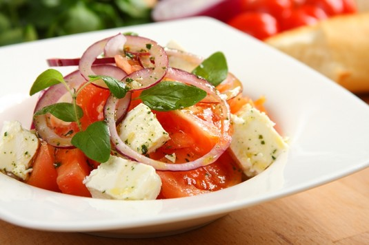 Sałatka bałkańska z pomidorów