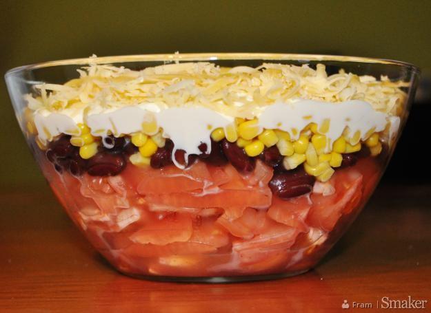 Sałatka z pomidorów, fasolki i kukurydzy