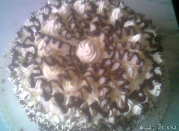 Tort smietankowy z czekoladą