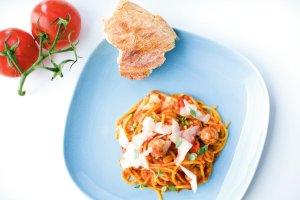 Spaghetti z pulpecikami cielęcymi i sosem z duszonych pomidorów ...