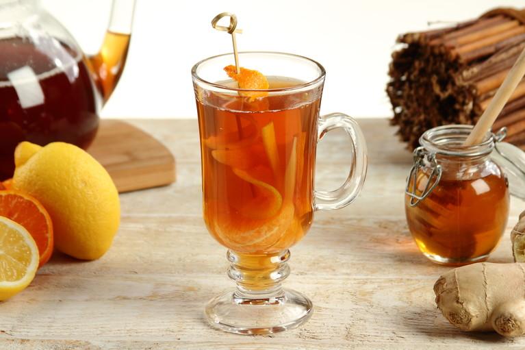 Imbirowa herbata z miodem i mandarynką