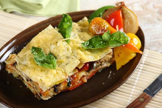 Złocista lasagne z grillowanymi warzywami