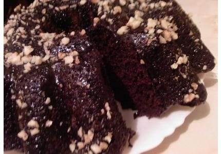 Babka czekoladowa z orzechami