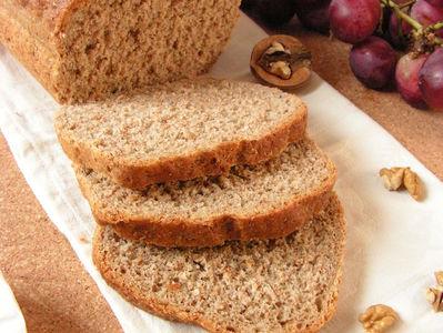 Orzechowy chleb orkiszowy