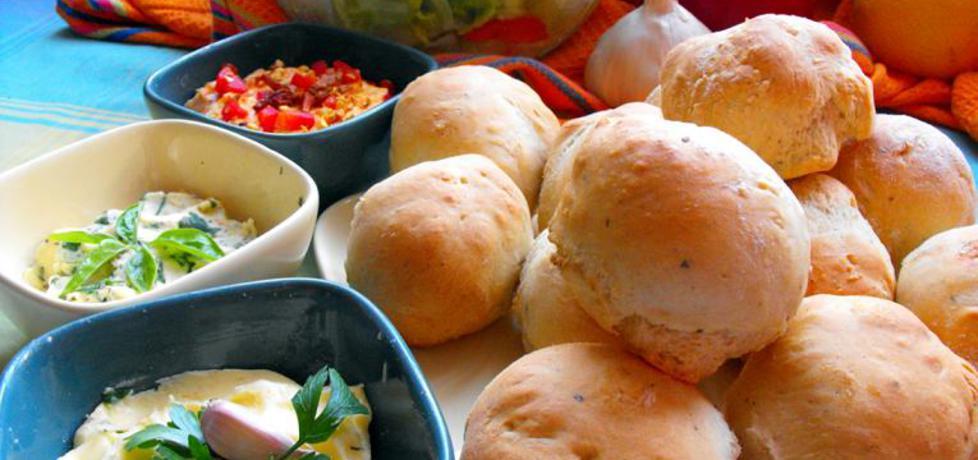 Bułeczki pizzowe z aromatycznymi masłami (autor: sweetandchili ...