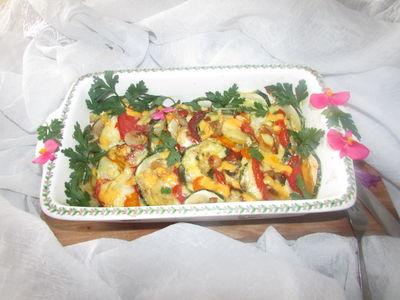 Zapiekana cukinia z ziemniakami, pomidorami, marchewka otulona ...