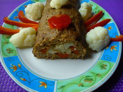 Rolada z mięsa mielonego z kalafiorem i papryką