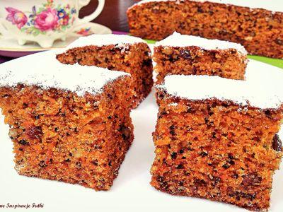 Korzenne ciasto marchewkowe z bakaliami