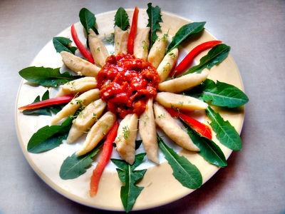Kopytka z sosem mięsno – warzywnym