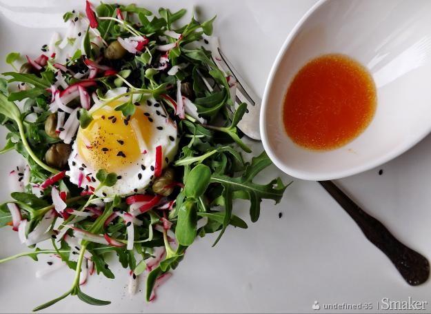 Sałatka – zielone gniazdo z jajkiem