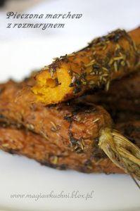 Pieczona marchew z rozmarynem