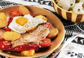 Tuńczyk z jajkiem  prosty przepis i składniki