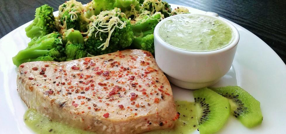 Stek z tuńczyka z sosem z kiwi (autor: futka)