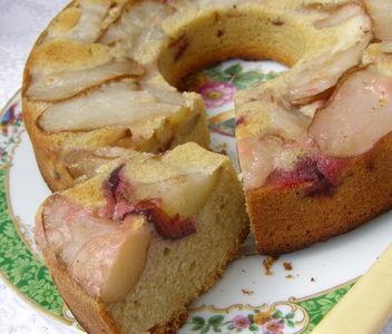 Ciasto z mąki chlebowej gruszkowe ze śliwką do góry nogami ...