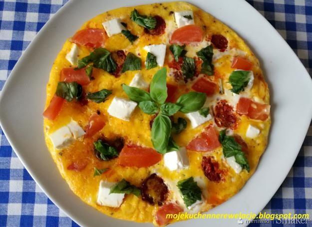 Omlet z chorizo,pomidorami i fetą