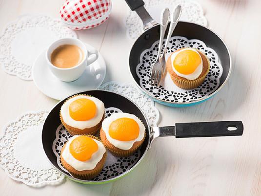 Wielkanocne babeczki jajka sadzone