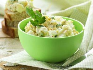 Majonezowa sałatka ziemniaczano-jajeczna