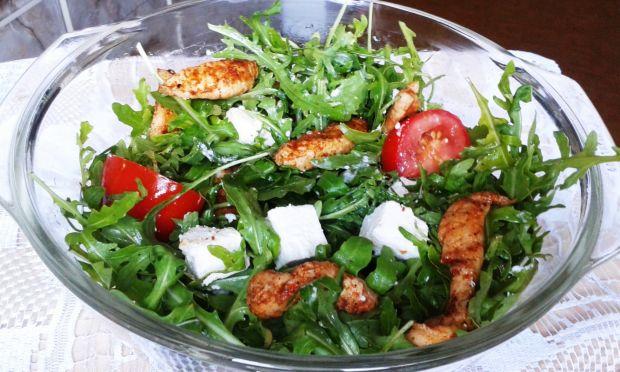 Na sałacie: sałatka z kurczakiem i serem feta