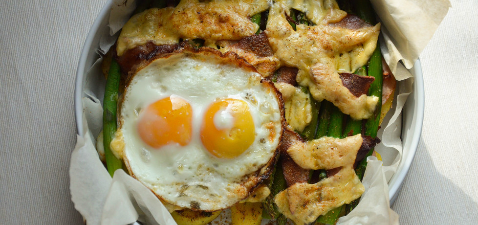Szparagi zapiekane z serem, boczkiem i ziemniakami (autor ...