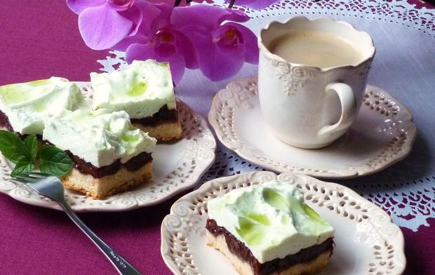 Przepis  ciasto ze śliwkami i pianką przepis