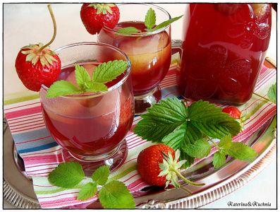 Kompot z rabarbaru, truskawek i jabłek