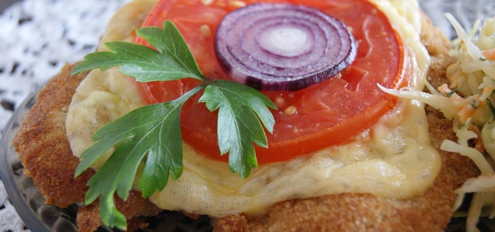 Kotlety z piersi kurczaka zapiekane z serem, pomidorem i cebulką ...