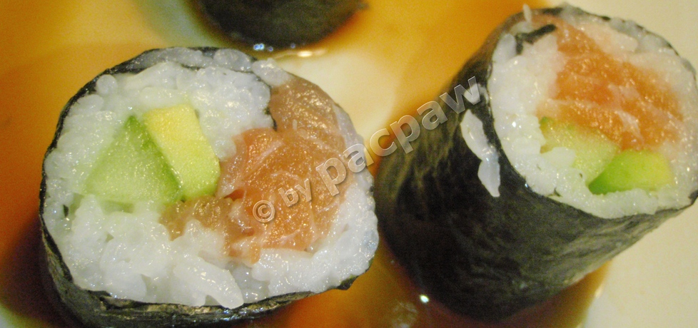 Sushi – maki z łososiem, awokado i ogórkiem (autor: pacpaw ...