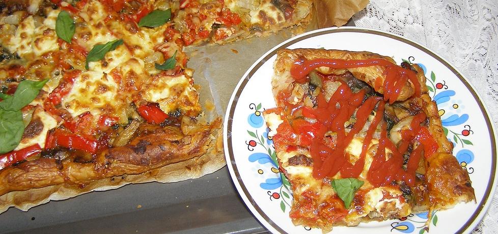 Na cieście francuskim szybka pizza... (autor: w-mojej