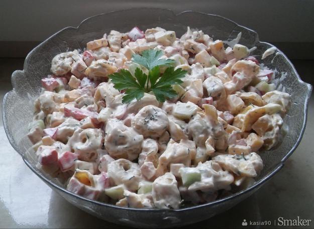 Sałatka z pierożkami tortellini