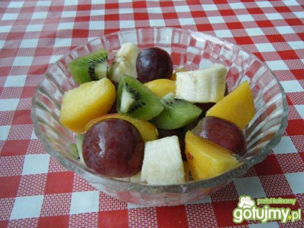 Przepis  sałatka owocowa wg krakowianka przepis