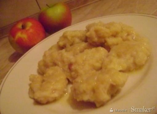 Kluski kładzione z jabłkami