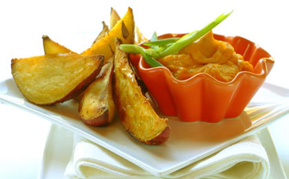 Smażone ziemniaki z dipem dyniowym