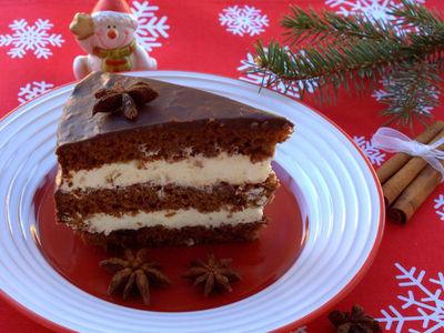 Tort z piernika z kremem i powidłami śliwkowymi