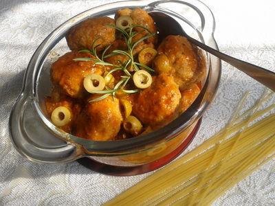 Pikantne pulpety z sosem bolońskim
