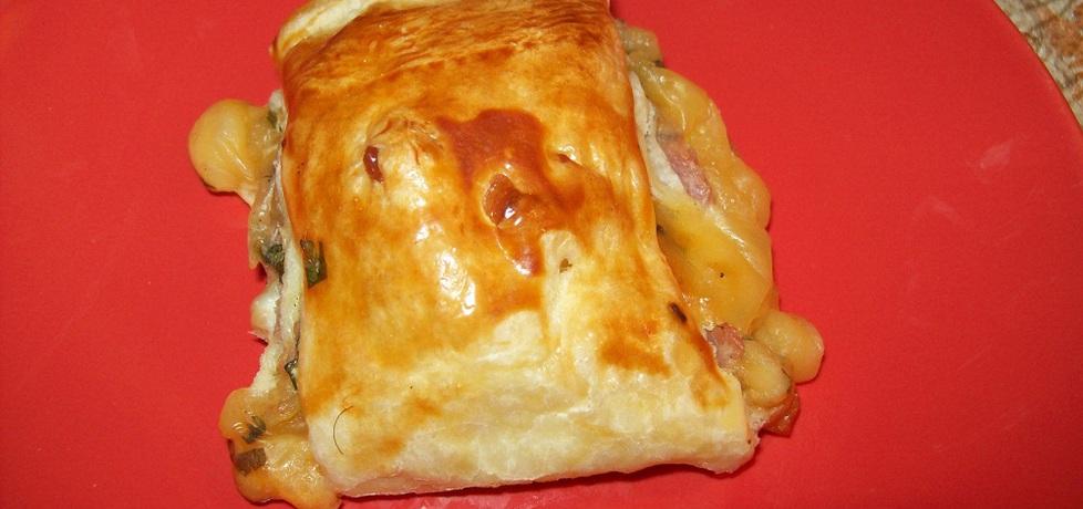 Ciasto francuskie z farszem z szynki i sera zółtego (autor: szarrikka ...