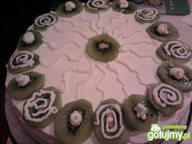 Przepis  tort śmietankowy z kiwi przepis