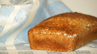 Chleb orkiszowy z komosą i płatkami ryżowymi