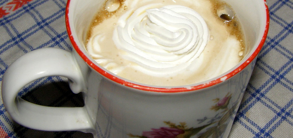 Kawa z kardamonem, miodem i bitą śmietaną (autor: w-mojej