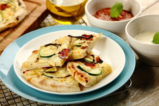 Biała pizza carbonara