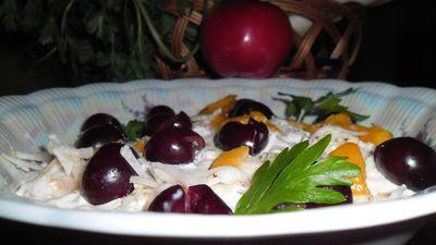 Wykwintna surówka z pietruszki i brzoskwiń