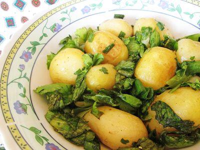 Sałata z młodymi ziemniakami