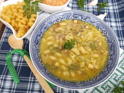 Zupa z soczewicą, makaronem i boczkiem